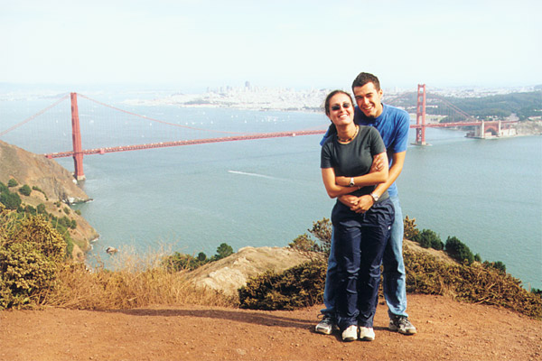 Bilquis & Christian vor der Golden Gate Bridge
